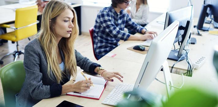 A capacidade de comunicar ideias e tarefas de forma eficaz é essencial em qualquer ambiente de trabalho