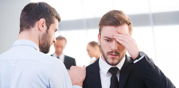 <p>É comum que muitos profissionais tenham certas atitudes no ambiente de trabalho sem ao menos perceber. Contudo, <strong>algumas expressões podem gerar uma imagem negativa</strong> diante do chefe e demais colegas de trabalho, atrapalhando profundamente a performance e diminuindo as chances de conquistar novas oportunidades, como obter uma efetivação, por exemplo. Por isso, refletir sobre o próprio comportamento é extremamente importante.</p><p></p><p><span style=color: #333333;><strong>Veja também:</strong></span><br/><a style=color: #ff0000; text-decoration: none; text-weight: bold; title=3 maneiras de aumentar sua influência profissional href=https://noticias.universia.com.br/carreira/noticia/2015/04/08/1122902/3-maneiras-aumentar-influencia-profissional.html>» <strong> 3 maneiras de aumentar sua influência profissional</strong></a><br/><a style=color: #ff0000; text-decoration: none; text-weight: bold; title=Crie uma boa imagem profissional na internet em 4 passos href=https://noticias.universia.com.br/emprego/noticia/2014/05/14/1096678/crie-boa-imagem-profissional-internet-4-passos.html>» <strong>Crie uma boa imagem profissional na internet em 4 passos</strong></a><br/><a style=color: #ff0000; text-decoration: none; text-weight: bold; title=Todas as notícias de Carreira href=https://noticias.universia.com.br/carreira>» <strong>Todas as notícias de Carreira</strong></a></p><p></p><blockquote style=text-align: center;>Cadastre-se <span style=text-decoration: underline;><a id=REGISTRO USUARIOS class=enlaces_med_registro_universia title=Cadastre-se aqui para receber dicas profissionais href=https://usuarios.universia.net/registerUserComplete.action?idC=2&idS=NOTICIAS_BR target=_blank>aqui</a></span> para receber <strong>dicas de carreira</strong></blockquote><p><strong>Sabendo disso, separamos a seguir 4<a title=8 atitudes de pessoas que não são bem-sucedidas no emprego href=https://noticias.universia.com.br/carreira/noticia/2015/07/13/1128185/8-atitudes-pessoas-b