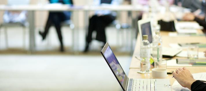 Como encontrar trabalho numa feira virtual de emprego?