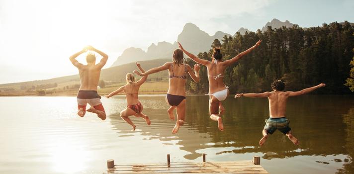 Hay algunos hábitos que te pueden ayudar a ejercitarte mientras disfrutas de tu tiempo libre