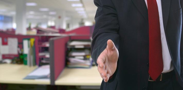 Solo hay un primer día en la oficina, las empresas preparan a los candidatos para él