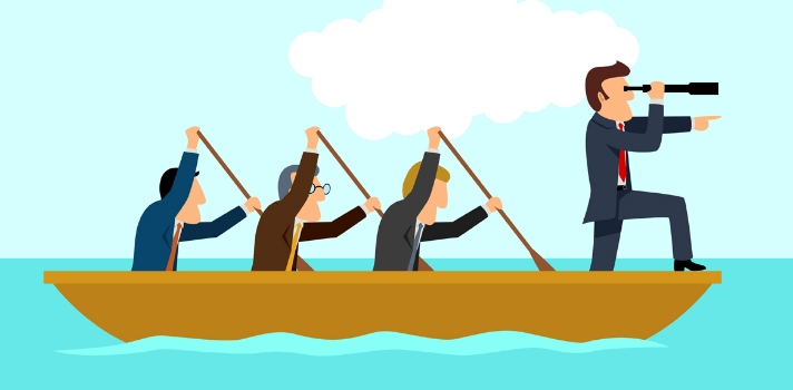 """Si bien la capacidad de <strong>liderazgo</strong> tiene algo de """"don natural"""", ésta es una habilidad que sobre todo se trabaja y se aprende. Y si bien todas las formas de liderazgo deberían compartir algunas características, hay <strong>distintos perfiles de líderes</strong>.<br/><br/><br/>¿Quieres convertirte en líder o ver con cuál perfil de liderazgo te identificas más? Conoce los <strong>4 perfiles de líderes más habituales</strong> y sus características. <br/><br/><h2><br/>4 tipos de liderazgo y sus características</h2><strong><br/>1 – Liderazgo """"laissez-faire""""</strong><br/><br/>La expresión """"laissez-faire"""" es una expresión de origen francés cuya traducción significa """"<strong>dejar hacer</strong>"""". <br/><br/>En este tipo de liderazgo, el líder es una figura liberal que <strong>permite que el equipo con el que trabaja tenga el control de lo que está haciendo</strong>, interviniendo solamente si necesitan su ayuda y no siendo propenso a dar órdenes. <br/><br/>La máxima de este tipo de líder es """"haz y deja hacer"""" o """"deja hacer a tus empleados, ellos saben lo que tienen que hacer y cómo hacerlo""""; por lo que su mayor fortaleza es la motivación que le brinda a su equipo. <br/><br/><strong><br/>2 – Liderazgo democrático</strong><br/><br/>El liderazgo democrático o participativo incentiva la participación, el entusiasmo y la intervención de todos los miembros de un equipo; por lo que bajo las órdenes de un líder democrático <strong>los empleados también tienen libertad y responsabilidad sobre </strong><strong>sus funciones y decisiones</strong>. <br/><br/>El líder democrático no se planta como un jefe al que nada se le puede discutir. Al contrario, estudia las decisiones con todos los implicados sin hacerles sentir que su palabra vale más que la del resto. <br/><br/><strong><br/>3 – Liderazgo carismático</strong><br/><br/>Al ser un seductor nato, el líder carismático tiene es un <strong>gran una gran capacidad para entusiasmar a los trabajadores</strong> y lograr que """