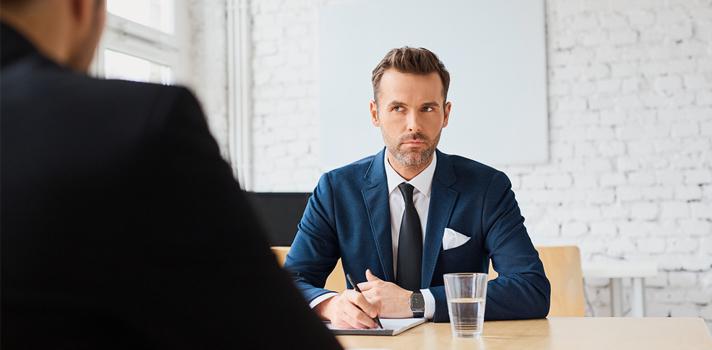 Quando questionado a respeito dos empregos anteriores, o candidato deve saber responder às perguntas sem criticar a empresa anterior