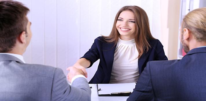 <p>Si bien algunos delos<strong><span style=text-decoration: underline;><a href=https://noticias.universia.com.ar/empleo/noticia/2014/11/03/1114311/cuantos-mitos-entrevistas-trabajo-verdad.html title=¿Cuántos mitos sobre las entrevistas de trabajo son verdad? target=_blank>mitos que rodean a las entrevistas de trabajo</a></span></strong> no son del todo ciertos, pueden ser situaciones incómodas e intimidantes.Hay ciertas preguntas y peticiones que los reclutadores adoran hacer, pero los entrevistados no disfrutan nada. Por ejemplo, <strong><span style=text-decoration: underline;><a href=https://noticias.universia.com.ar/consejos-profesionales/noticia/2015/05/18/1125223/entrevista-trabajo-deberias-responder-preguntan-deberiamos-elegir-vos.html title=Entrevista de trabajo: qué deberías responder cuando preguntan ¿por qué te deberíamos elegir a vos? target=_blank>¿por qué deberíamos elegirte a ti?</a></span></strong>o <strong><span style=text-decoration: underline;><a href=https://noticias.universia.com.ar/empleo/noticia/2013/12/17/1069982/que-responder-nos-piden-hablar-mismos-entrevista-laboral.html title=¿Qué responder cuando nos piden>hablanos un poco sobre vos</a></span></strong>.</p><div class=lead><h3>Guía para superar con éxito un proceso de selección</h3><img src=https://imagenes.universia.net/gc/net/images/negocios/g/gu/gui/guia-para-superar-con-exito-un-proceso-de-seleccion.jpg alt=title= class=alignleft/><p>Una completa guía sobre todo lo relacionado con el acceso a un puesto de trabajo, desde la elaboración de un CV hasta los tipos de entrevistas</p><div class=clearfix></div><p><a href=/downloadFile/1144656 class=enlaces_med_registro_universia button button01 title=Guía para superar con éxito un proceso de selección onclick=ga('ulocal.send', 'event', 'DescargaFicherosBajoLogin', '/net/privateFiles/2016/9/17/ebook-universia-peru-1-.pdf' ,'Paso1AntesDeLogin'); id=DESCARGA_EBOOK rel=nofollow>Guía para superar con éxito un proceso de selección</a></p></div><p>O