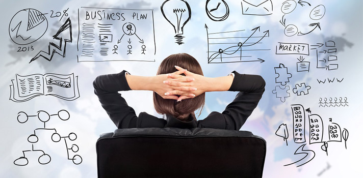 Las empresas se han vuelto cada vez más exigentes en la <strong>selección del personal</strong>, por eso, han ido incorporando nuevos métodos para elegir cuál será el candidato más indicado para cada puesto vacante.<br/><br/>Actualmente, existen <strong>habilidades indispensables con las que deberán contar los candidatos para destacarse</strong> sobre el resto y conseguir el empleo. Hoy en Universia, te detallamos cuáles son estas <strong>competencias altamente demandadas</strong> y qué hacer para adquirirlas.<br/><br/><strong>1. Datos</strong><br/><br/>Son habilidades relacionadas con la recolección, análisis, interpretación y presentación de información. Para muchas empresas, esta competencia de gestionar la complejidad de datos que las empresas poseen en la actualidad, y convertirlos en información útil para la organización, son altamente consideradas. <br/><br/><strong>2. Defender el bottom-line</strong><br/><br/>Actualmente las empresas valoran el hecho de comprender el impacto económico y financiero de las decisiones que se toman día a día. Proteger y hacer crecer la rentabilidad de la organización ha dejado de ser responsabilidad exclusiva de áreas como administración, y se convirtió en una cualidad crítica en la actualidad. Todo profesional con aspiraciones de liderar equipos debe tener una visión amplia de cómo operar. <br/><br/><strong>3. Dominar las nuevas tecnologías</strong><br/><br/>Es fundamental dominar los aspectos más centrales de las nuevas tecnologías porque esto aportará una ventaja muy importante en el mercado laboral. Según un reporte de LinkedIn, 19 de las 25 habilidades laborales más demandadas tienen que ver con las nuevas tecnologías.<br/><br/><strong>4. Pensar estratégicamente</strong><br/><br/>Para aquellos que deseen crecer dentro de una organización, es fundamental pensar estratégicamente. Dos de las diez habilidades más demandadas están conectadas con el planeamiento estratégico y la gestión de proyectos. <br/><br/><strong>¿Cómo adqui