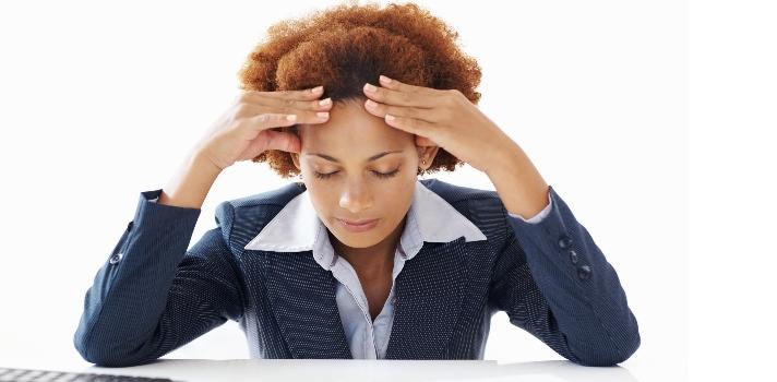 El estrés puede rondar a los estudiantes y bajar el nivel de su desempeño