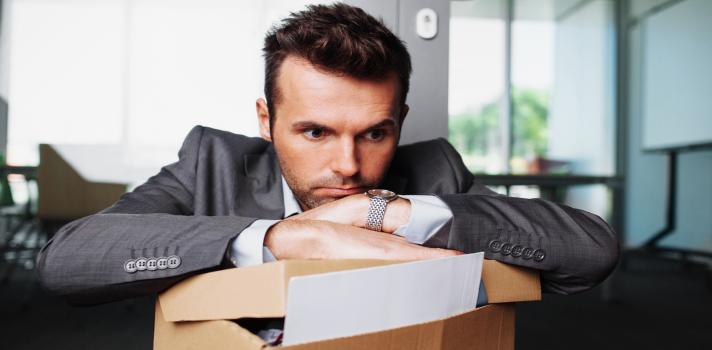 """<p>Quizás pienses que eres un mejor trabajador por prescindir de tomar las vacaciones que te corresponden. No obstante, está comprobado científicamente que trabajar demasiado no solo afecta tu desempeño, sino también tu salud. Quizás pienses que tomarte unos días libres<strong> impactará negativamente en tu productividad, tu reputación laboral o tu ritmo de trabajo</strong>, pero en realidad sucede todo lo contrario.</p><div class=help-message><h4>La presión y tú, ¿archienemigos o un equipo diez?</h4><a href=""""https://test.universia.net/presion/social?utm_source=Colombia&utm_medium=FB&utm_campaign=Testpresion"""" class=enlaces_med_registro_universia button01 title=Test Universia target=_blank id=TEST_CAPTACION>Más info</a></div><p></p><p><span style=color: #ff0000;><strong>Lee también</strong></span><br/><a href=https://noticias.universia.net.co/cultura/noticia/2017/03/01/1149992/12-senales-estresado-a.html title=12 señales de que estás estresado (a) target=_blank>» 12 señales de que estás estresado (a)</a><br/><a href=https://noticias.universia.net.co/educacion/noticia/2017/02/07/1149371/profesiones-estresantes-2017.html title=Las profesiones más estresantes de 2017 target=_blank>» Las profesiones más estresantes de 2017</a></p><p></p><p>Según informó la revista Business Insider, no tomar vacaciones de forma regular puede provocar el<a href=https://noticias.universia.net.co/actualidad/noticia/2013/03/08/1009774/10-claves-saber-si-estas-borde-sufrir-sindrome-burnout.html title=ingresa al portal de Noticias de Universia Colombia target=_blank>""""síndrome de burnout""""</a>, o estrés crónico, que puede tener síntomas como insomnio, problemas digestivos, dolores musculares y alteraciones cutáneas. Tomar vacaciones, en cambio, puede ayudar a enfrentar los desafíos de la vida laboral con una cara fresca y las energías recargadas. A continuación, te compartimos <strong>8 señales que indican que necesitas vacaciones:</strong></p><p><strong></strong></p><p><span style=color: #ff0000"""