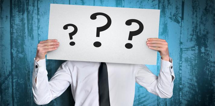 <p>Cuando en una entrevista de trabajo el reclutador te pregunta sobre tu mayor debilidad, no está buscando que la respuesta sea que no tienes ninguna. Todas las personas tenemos defectos y virtudes tanto a nivel personal como profesional; pero<strong> saber lidiar con los puntos negativos</strong> es una de las claves que te llevarán al éxito. <strong>Conoce qué debes responder en una entrevista laboral cuando te preguntan sobre tus debilidades</strong>.</p><p><br/><span style=color: #ff0000;><strong>Lee también</strong></span><br/><a style=color: #666565; text-decoration: none; title=La felicidad laboral consiste en trabajar en un espacio confortable href=<br />https://noticias.universia.ad/consejos-profesionales/noticia/2015/06/09/1126506/felicidad-laboral-consiste-trabajar-espacio-confortable.html>» <strong>La felicidad laboral consiste en trabajar en un espacio confortable</strong></a><br/><br/></p><p>Los especialistas aseguran que una de las preguntas que a los candidatos a un puesto más les cuesta responder es aquella en que se les pide que<strong> hablen sobre sus debilidades</strong>. Y no se trata de que exista una respuesta correcta, sino de una pregunta que hacen los entrevistadores porque <strong>les permite conocer mucho acerca de tu carácter</strong>.</p><p><br/>Si aseguras que no tienes debilidades tendrás altos porcentajes de quedar descartado para el puesto. Los entrevistadores quieren conocer <strong>cómo enfrentaste tus obstáculos en el pasado y cómo pudiste lidiar con ellos</strong>,no pretenden que seas un superhéroe. Porque además, incluso hasta los superhéroes tienen debilidades. Contestar que no tienes debilidades, además, te hará ver demasiado vanidoso.</p><blockquote style=text-align: center;>El estar preparado para dar una buena respuesta cuando te preguntan sobre tus debilidades es fundamental, ya que de lo contrario podrás revelar algo que no querías o que esté fuera de contexto</blockquote><p><br/>El primer paso es conocer a la perfecc