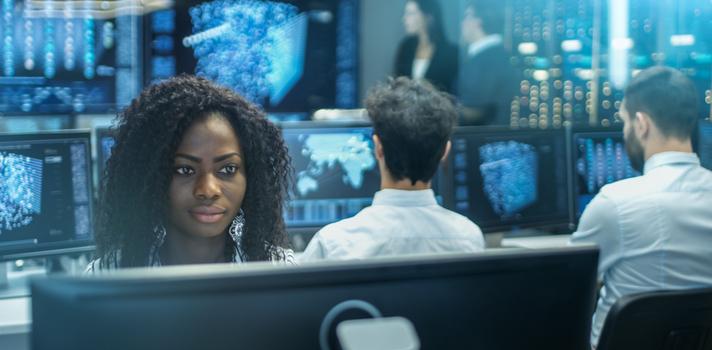 Tener una formación sólida te ayudará en el futuro laboral. Las empresas premian a los candidatos con conocimientos en tecnología y una actitud abierta a los cambios