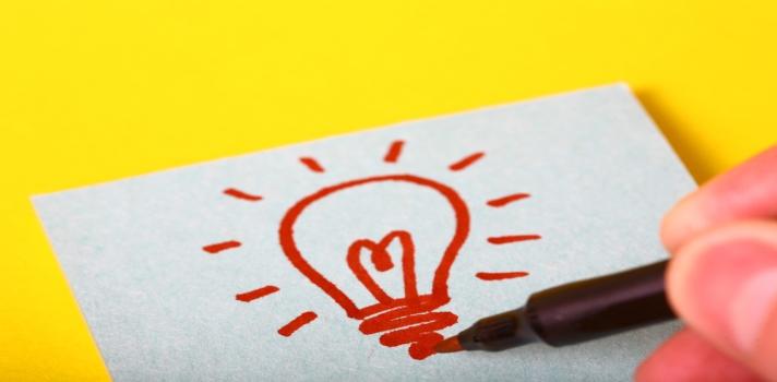 <p><span><span title=A list of seven skills that people will need to survive and thrive in the 21st century was compiled from their answers.>A continuación, te enseñamos un listado de<strong>seis habilidades que necesitarán los estudiantes para sobrevivir y prosperar en el siglo 21</strong>, según el sito<a href=https://www.teachthought.com/learning/how-to-prepare-student-for-21st-century-survival/ title=Teach Thought   7 Skills Students Will Always Need target=_blank rel=me nofollow>Teach Though</a></span></span>.</p><p></p><p><span style=color: #ff0000;><strong></strong></span></p><p></p><div class=lead><h3>Técnicas y hábitos de estudio que te lleven al éxito académico (EBOOK)</h3><img src=https://imagenes.universia.net/gc/net/images/educacion/e/eb/ebo/ebook-gratis-tecnicas-estudio-universidad.jpg alt=title= class=alignleft/><p>Una guía para todo estudiante universitario que buscan tener un paso exitoso por la universidad.</p><p>Contiene recursos, consejos e ideas para que el alumno pueda rendir al máximo y obtener los mejores resultados académicos.</p><div class=clearfix></div><p><a href=/downloadFile/1148595 class=enlaces_med_registro_universia button button01 title=Ebook sobre técnicas y hábitos de estudio para la universidad target=_blank onclick=ga('ulocal.send', 'event', 'DescargaFicherosBajoLogin', '/net/privateFiles/2017/0/18/ebook-tecnicas-habitos-estudio-universidad-.pdf' ,'Paso1AntesDeLogin'); id=DESCARGA_EBOOK rel=nofollow>Ebook sobre técnicas y hábitos de estudio para la universidad<br/><br/><br/><br/></a></p></div><p><strong>1. Pensamiento crítico y resolución de problemas</strong></p><p>Es indispensable que los estudiantes adquieran las habilidades necesarias para <strong>contemplar los problemas desde diferentes perspectivas</strong> y sobretodo, que logren <strong>formular sus propias soluciones</strong>. Independientemente del campo profesional al que planeen acceder, esta capacidad de pensar y actuar con rapidez es una herramienta esencial para 