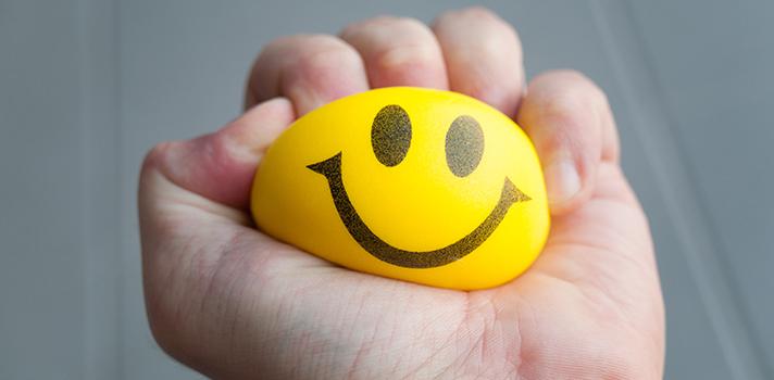 <p>O estresse é uma constante dentro do ambiente profissional e, geralmente, é visto como algo prejudicial ao desempenho das atividades diárias. Entretanto, ele pode ser usado positivamente, tornando-se essencial para conseguir melhorias tanto de relacionamento com colegas como de <a title=4 atitudes que podem atrapalhar o seu crescimento profissional href=https://noticias.universia.com.br/carreira/noticia/2015/11/04/1133201/4-atitudes-podem-atrapalhar-crescimento-profissional.html>crescimento na empresa</a>. <strong> Confira 4 dicas e aprenda a usar o estresse cotidiano a seu favor:</strong></p><p></p><blockquote style=text-align: center;>Cadastre-se <span style=text-decoration: underline;><a id=REGISTRO USUARIOS class=enlaces_med_registro_universia title=Cadastre-se aqui para receber dicas de carreira href=https://usuarios.universia.net/registerUserComplete.action?idC=2&idS=NOTICIAS_BR target=_blank>aqui</a></span> para receber dicas de carreira</blockquote><p><span style=color: #333333;><strong>Você pode ler também:</strong></span><br/><br/><a style=color: #ff0000; text-decoration: none; text-weight: bold; title=5 dicas para acabar com o estresse depois do trabalho href=https://noticias.universia.com.br/carreira/noticia/2016/02/03/1136069/5-dicas-acabar-estresse-trabalho.html>» <strong>5 dicas para acabar com o estresse depois do trabalho</strong></a><br/><a style=color: #ff0000; text-decoration: none; text-weight: bold; title=4 exercícios para diminuir o estresse href=https://noticias.universia.com.br/carreira/noticia/2015/11/10/1133547/4-exercicios-diminuir-estresse.html>» <strong>4 exercícios para diminuir o estresse</strong></a><br/><a style=color: #ff0000; text-decoration: none; text-weight: bold; title=Todas as notícias de Carreira href=https://noticias.universia.com.br/carreira>» <strong>Todas as notícias de Carreira</strong></a></p><p></p><p><strong> 1 – Pode aumentar sua produtividade</strong></p><p>As situações de estresse podem fazer com que você se co