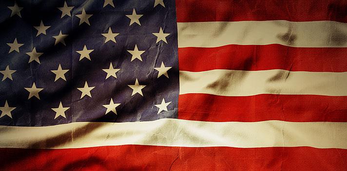 """<p>La <a href=https://www.oas.org/ target=_blank>Organización de los Estados Americanos</a><strong>(OEA) abrió una nueva convocatoria a su</strong><strong>programa de pasantías para jóvenes</strong>, que se llevarán a cabo en el otoño estadounidense, del 8 de septiembre al 2 de diciembre de 2016.</p><blockquote style=text-align: center;><a href=https://usuarios.universia.net/home.action class=enlaces_med_registro_universia title=Regístrate en Universia target=_blank id=REGISTRO_USUARIOS>Regístrate</a>para estar informado sobre becas, ofertas de empleo, prácticas, Moocs, y mucho más.</blockquote><p>Estas prácticas profesionales ofrecen la oportunidad a <strong>70 pasantes</strong> de realizar prácticas en uno de los 40 departamentos del organismo, para así formar parte de una valiosa experiencia laboral en un ambiente multicultural. Además de laborar en el departamento o área correspondiente, los participantes del programa realizarán <strong>visitas a organismos internacionales</strong> como el Banco Interamericano de Desarrollo (BID) y el Banco Mundial, así como participarán en <strong>reuniones semanales de la OEA</strong> para familiarizarse con sus distintos proyectos y objetivos.</p><p>Estas prácticas profesionales no son remuneradas, por lo que cada participante deberá correr con sus gastos de viaje, alojamiento y traslados. El perfil de los elegidos corresponde a <strong>jóvenes estudiantes o profesionales</strong>, con un promedio de edad de 24 años.</p><p>Para ser seleccionados, los candidatos deben mostrar un alto potencial e interés por acercarse a la realidad internacional y promover los objetivos de la OEA.</p><p></p><p><strong>Requisitos para participar</strong></p><p>El programa de pasantías de la OEA es """"altamente competitivo"""". La organización seleccionará a estudiantes o egresados de pregrado o posgrado con calificaciones equivalentes o superiores al 3.0 sobre 4.0 en la escala estadounidense.</p><p>Esto quiere decir que debes estar <strong>dentro de """