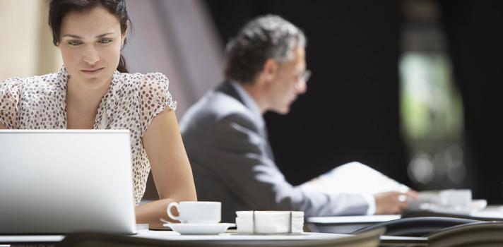 Se não estás a trabalhar ativamente para incentivares uma boa postura, a tua coluna provavelmente está a começar a deformar-se