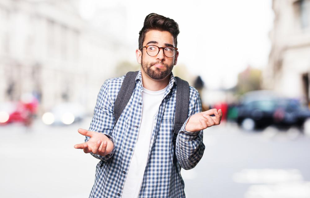 <p>Animação na família, pais emocionados, pinturas no rosto, comemoração intensa nas redes sociais: parabéns, você passou no vestibular!</p><p>Esse é o momento de intensa alegria que marca a passagem para uma nova etapa de maturidade, escolaridade e vida profissional.</p><p>No entanto, é mais comum do que parece, principalmente nos primeiros anos do curso, que estudantes mostrem-se desapontados com a escolha feita.</p><p>O aluno que não está <strong>satisfeito com seu curso universitário</strong> tende a seguir dois caminhos: o primeiro, é a transferência de curso superior, como já falamos em outra ocasião.</p><p></p><h2><strong>Saiba como funciona a transferência de curso superior</strong></h2><p></p><p>O segundo caminho, mais perigoso, segundo psicólogos, é aquele em que o aluno decide, solitário ou sob pressão dos pais, familiares e amigos, continuar o curso mesmo sem ter a menor motivação para prosseguir.</p><p>Nesse caso, ou o tempo vai dizer que de fato valeu a pena persistir ou, o mais preocupante, resultará em um formando infeliz, desmotivado que, provavelmente, não buscará vagas na profissão escolhida.</p><p></p><h2><strong>Você não está satisfeito com seu curso universitário? Responda a essas perguntas</strong></h2><p><strong></strong></p><ul><li>Você está nesse curso por escolha própria ou de outras pessoas?</li><li>As disciplinas que cursa no momento estão atendendo às expectativas? E as que virão no futuro, você acredita que vão melhorar?</li><li>Você, às vezes, se sente deslocado no ambiente, mesmo sendo o curso que escolheu para seguir carreira?</li><li>Consegue elencar pontos positivos e negativos da sua vida acadêmica? Quais são maiores e mais importantes atualmente: os positivos ou os negativos?</li><li>Conhece ou já pensou em conhecer algum profissional já formado e em atuação na carreira que você está cursando para ter algumas impressões sobre como foi a vida de estudante dele?</li></ul><p></p><h2><strong>Respostas</strong></h2><p>Se ao refletir 