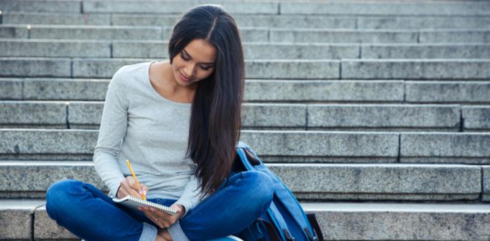 Se você organiza o texto antes de começar a escrever, faça o contrário: escreva livremente