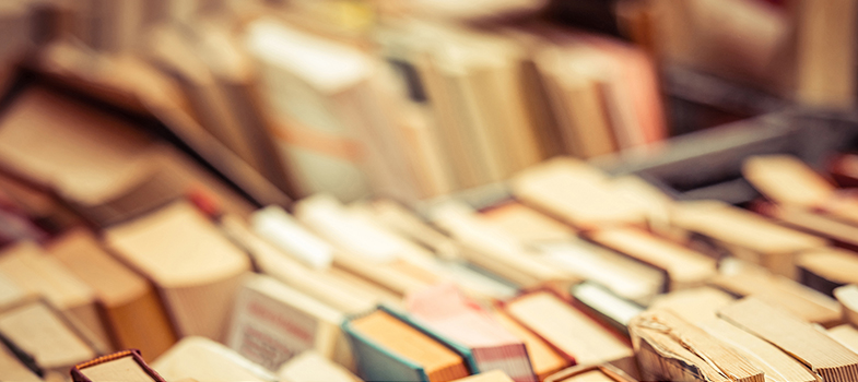 A leitura é uma das maneiras mais eficazes de adquirir conhecimentos e melhorar o desenvolvimento pessoal, profissional e acadêmico. Na era da internet, <strong>milhões de livros e materiais de leitura estão disponíveis na rede</strong>, muitos de forma totalmente gratuita, o que facilita o acesso às obras e aos mais <strong>diferentes tipos de textos</strong>.<br/><br/><blockquote style=text-align: center;>Cadastre-se <span style=text-decoration: underline;><a href=https://livros.universia.com.br/ class=enlaces_med_leads_formacion title=Cadastre-se aqui para baixar mais de 2 mil livros grátis target=_blank id=LIVROS>aqui</a></span> para baixar mais de <strong>2.000 livros grátis<br/><br/></strong></blockquote><p><span style=color: #333333;><strong>Você pode ler também:</strong></span><br/><a href=https://noticias.universia.com.br/educacao/noticia/2016/07/04/1141457/livros-fuvest-2017-aprenda-sobre-iracema-jose-alencar.html title=Livros Fuvest 2017: aprenda mais sobre Iracema, de José de Alencar>» <strong>Livros Fuvest 2017: aprenda mais sobre Iracema, de José de Alencar</strong></a><br/><a href=https://noticias.universia.com.br/cultura/noticia/2016/06/21/1141007/4-caracteristicas-amantes-livros.html title=4 características de amantes de livros>» <strong>4 características de amantes de livros</strong></a><br/><a href=https://noticias.universia.com.br/tag/livros-grátis title=Mais de 2.000 livros grátis para download>» <strong>Mais de 2.000 livros grátis para download<br/><br/><br/></strong></a></p><p>Para garantir um <strong>aprendizado mais completo por meio da leitura</strong>, a dica é aproveitar o tempo livre para devorar as páginas de livros de diferentes assuntos. Além de conhecer novos temas, você poderá <strong>experimentar linguagens e abordagens</strong> que nunca antes teve contato.<br/><br/></p><p>A seguir, confira <strong>5 tipos de livros para aumentar sua inteligência</strong> e que não podem ficar de fora da sua coleção:<br/><br/></p><p><strong>1. Liv