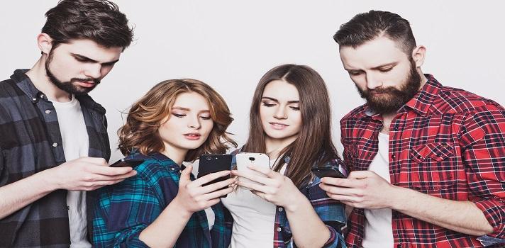 Los jóvenes chilenos navegan más en internet que el promedio de la región