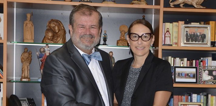 El presidente de la Pontificia Universidad Católica de Puerto Rico (PUCPR), Dr. Jorge Iván Vélez Arocho, y la directora ejecutiva del Museo de Arte de Ponce, Arq. Alejandra Peña, renovaron el acuerdo entre ambas entidades.