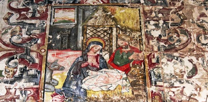 Arqueólogos peruanos descubren una cripta y una pintura mural en templo religioso