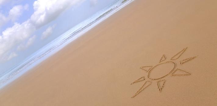¿Cómo se aguantan en pie los castillos de arena?