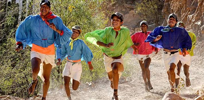 Conoce a los rarámuris de Sierra Tarahumara, los corredores más fuertes del mundo
