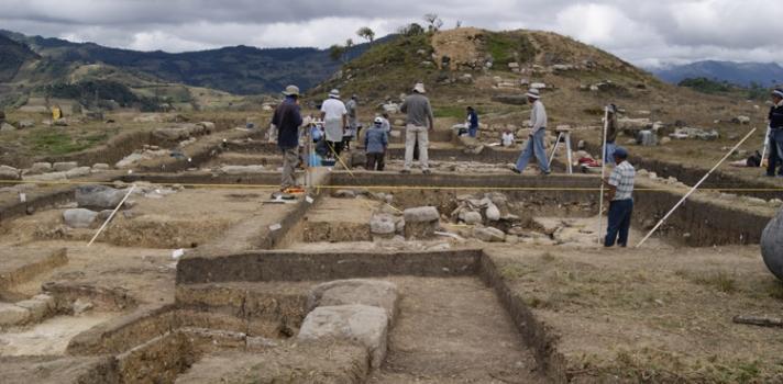 Arqueólogos descubren tumba de 2.700 años de antigüedad