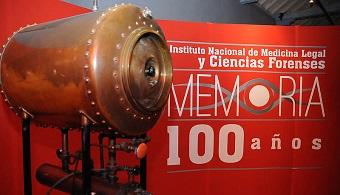 <p style=text-align: justify;>La oferta cultural permanece abierta mientras la ciudad cambia su ritmo y muchas personas salen a buscar sitios de descanso en tanto que otras arriban a la capital en busca del agite y la diversidad que la caracterizan.Los <strong><a title=Museos de la Universidad Nacional de Colombia href=https://www.museos.unal.edu.co/ target=_blank>museos de la Universidad Nacional de Colombia</a></strong>, que preservan el patrimonio cultural del país, siguen abiertos al público como espacios de conocimiento, entretenimiento y aprendizaje.</p><p style=text-align: justify;></p><p style=text-align: justify;>Uno de ellos es el <strong>Claustro de San Agustín</strong>, sede de la Dirección de Museos y Patrimonio Cultural de la U.N., que actualmente cuenta con<strong> cinco exposiciones gratuitas</strong>.</p><p style=text-align: justify;></p><p style=text-align: justify;></p><p style=text-align: justify;></p><h3>Las exposiciones que podrán apreciar los visitantes son:</h3><p></p><p style=text-align: justify;><strong>Colombia en los tiempos de la Gran Guerra</strong></p><p style=text-align: justify;>Esta exposición temporal, organizada por el Departamento de Historia y la Dirección de Museos de la UN, visibiliza en imágenes, objetos, gigantografías y textos, el momento histórico que vivió<strong> Colombia en la década de 1910</strong>, así como los fuertes efectos que sobrevinieron tras el nuevo cuadro de relaciones internacionales durante y después de la Primera Guerra Mundial.</p><p style=text-align: justify;></p><p style=text-align: justify;>El visitante a la exhibición podrá conocer los cambios más importantes que vivió nuestro país, como el crecimiento de la industria, especialmente la reactivación minera y textil; la extensión del telégrafo y del ferrocarril; el aumento de infraestructura en vías y comunicaciones; el desarrollo integral de la República con las nuevas políticas de higiene y salubridad, entre otros.</p><p style=text-align: justify;><
