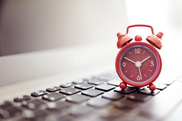 Hoje em dia, existem despertadores online que analisam os seus padrões de sono durante o ritmo circadiano.