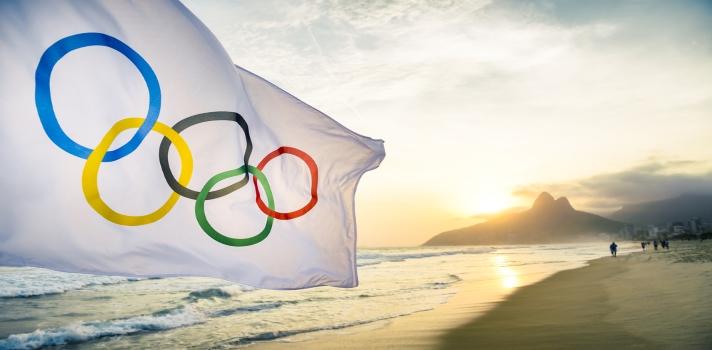 """<strong>El Comité Olímpico Internacional</strong> (COI) está celebrando hoy su <strong>122 aniversario</strong> de creación. Festejó el primer <strong>Día Olímpico</strong> Mundial el 23 de junio de 1948 con nueve Comités Olímpicos Nacionales y realizando distintas ceremonias en sus respectivos países. <br/><br/>El Día Olímpico ha evolucionado hasta convertirse en una fecha clave en el calendario del Movimiento Olímpico y ganó impulso en todo el mundo, con casi cuatro millones de participantes y 150 Comités Olímpicos Nacionales.<br/><br/>Esta celebración es una instancia en la que miles de personas participan en actividades deportivas. Este año, la finalidad es motivar a los participantes a tomar como modelo las conductas deportivas de los atletas que están en la etapa final de su preparación para los <a href=https://www.olympic.org/rio-2016 title=Juegos Olímpicos 2016 target=_blank rel=nofollow>Juegos Olímpicos 2016</a>que se llevará a cabo en Río de Janeiro.<br/><br/>El <strong>COI</strong> explica la importancia de este día manifestando que """"<em>el Día Olímpico es una gran oportunidad para mirar a la contribución del deporte a los problemas sociales globales que pueden afectar a la comunidad</em>"""". <br/><br/>En Perú, son cerca de 8.000 las personas de todas las edades que participan de las actividades propuestas para este día. La principal, es sin duda la <a href=https://www.samsung10k.com/ title=Carrera por el Día Olímpico target=_blank rel=nofollow>Carrera por el Día Olímpico</a>, de 5 y 10 kilómetros. El evento ya alcanzó el máximo número de inscritos pero aun así, continúan los llamamiento al públicopara que se sumea las actividades complementarias a la carrera. <br/><br/>Respecto a los próximos <strong>Juegos Olímpicos</strong> que se realizarán del 5 al 21 de agosto de este año, <strong>Perú ya lleva 27 deportistas</strong> distribuidos en disciplinas como taekwondo, tiro, vela, remo, judo, gimnasia y equitación; destacando el Atletismo, disciplina en que p"""