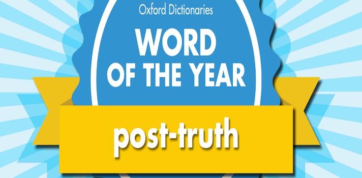 """Como cada año el <a href=https://es.oxforddictionaries.com/ target=_blank>Diccionario Oxford</a><strong>elige la palabra del año</strong>, escogiendo entre los términos más utilizados que además ilustran las preocupaciones e intereses generales de la sociedad. Mientras en 2013 la palabra fue """"selfie"""", en 2014 """"vapear"""" y en 2015 ni siquiera fue una palabra sino un emoji (el de la carita sonriente con lágrimas de alegría), <strong>en este 2016 que ya llega a su fin la palabra del año según el diccionario Oxford es """"postverdad</strong>"""". <br/><br/><strong><br/>El término del año según el diccionario Oxford es """"post - verdad"""", o más concretamente, en inglés post –truth</strong>, <strong>un concepto que</strong> -tal como explica el propio Diccionario- existe desde hace una década, pero <strong>ha aumentado notoriamente su uso este año debido al Brexit y a las elecciones presidenciales en Estados Unidos</strong>. Además, desataca que el uso del término post-truth suele acompañarse de la palabra """"política"""", por lo que quedaría post-truth politics. <br/><br/><br/>Post-truth (postverdad) <strong>refiere a """"las circunstancias en las que hechos objetivos influyen menos en la formación de la opinión pública que lo que lo hacen las emociones y creencias personales""""</strong>. Así definió el diccionario de Oxford a la palabra – concepto elegido para ilustrar este 2016. No por casualidad las demás palabras """"finalistas"""" también tienen que ver con lo que fue la realidad política y social del año: alt-right (derecha alternativa) y brexiteer (persona a favor de la salida de Reino Unido de la Unión Europea) fueron los otros términos que podrían haber sido elegidos. <br/><br/><strong><br/>Según explica el Diccionario, el término post-truth se utilizó por primera vez en un artículo escrito por Steve Tesich</strong> y publicado en 1992 en la revista The Nation, en el que se hablaba de la Guerra del Golfo. <strong>En aquellos párrafos Tesich lamentaba </strong>que """"nosotros, como pueblo li"""