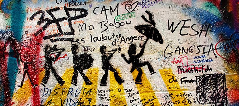 O <strong>estacionamento do Shopping Eldorado</strong>, localizado na cidade de São Paulo, receberá uma exposição que promete agradar muitos fãs da famosa banda britânica dos anos 1960: <strong> The Beatles Experience. </strong> Aqueles que querem prestigiar a mostra e conhecer um pouquinho mais sobre a história da banda e ter acesso a objetos nunca expostos anteriormente<strong> já podem comprar os ingressos</strong>. <p></p><p><span style=color: #333333;><strong>Você pode ler também:</strong></span><br/><a href=https://noticias.universia.com.br/cultura/noticia/2016/07/01/1141422/3-exposices-pode-perder.html title=3 exposições que você não pode perder>» <strong>3 exposições que você não pode perder</strong></a><br/><a href=https://noticias.universia.com.br/destaque/noticia/2014/08/01/1108964/veja-beatles-jimi-hendrix-podem-ajudar-impulsionar-carreira.html title=Veja como os Beatles e o Jimi Hendrix podem ajudar a impulsionar sua carreira>» <strong>Veja como os Beatles e o Jimi Hendrix podem ajudar a impulsionar sua carreira</strong></a><br/><a href=https://noticias.universia.com.br/cultura title=Todas as notícias de Cultura>» <strong>Todas as notícias de Cultura<br/><br/></strong></a></p><p><strong>As entradas custam R$ 50 e podem ser adquiridas nas bilheterias do Tom Brasil ou pela Ingresso Rápido</strong>. Estudantes pagam meia entrada, no valor de R$ 25. Além disso, há um pacote VIP que conta com <strong>um ingresso para a exposição, um CD, pôster e uma camiseta</strong>. Esse último está sendo vendido por R$ 200.<br/><br/></p><p>The Beatles Experience <strong>começará no dia 24 de agosto</strong> (quarta-feira) e <strong>seguirá em cartaz até o dia 08 de novembro</strong>. O jornalista <strong>Ricardo Alexandre</strong> é o responsável pela curadoria da mostra. Os visitantes poderão conhecer a fundo a vida dos jovens de Liverpool que fizeram (e fazem) muito sucesso: <strong>John Lennon, Paul McCartney, George Harrison e Ringo Starr</strong>.<br/><br/></p><p>Hav