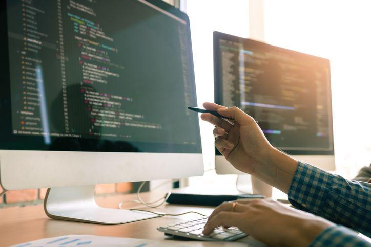 O profissional de Gestão da Tecnologia da Informação pode trabalhar no setor público e privado, em empresas de diversas áreas.