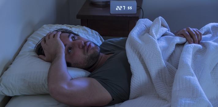 Dormir en un lugar nuevo no es del todo sano para nuestro cerebro.