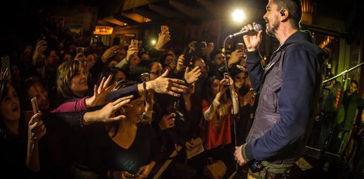 Juanes en pleno concierto