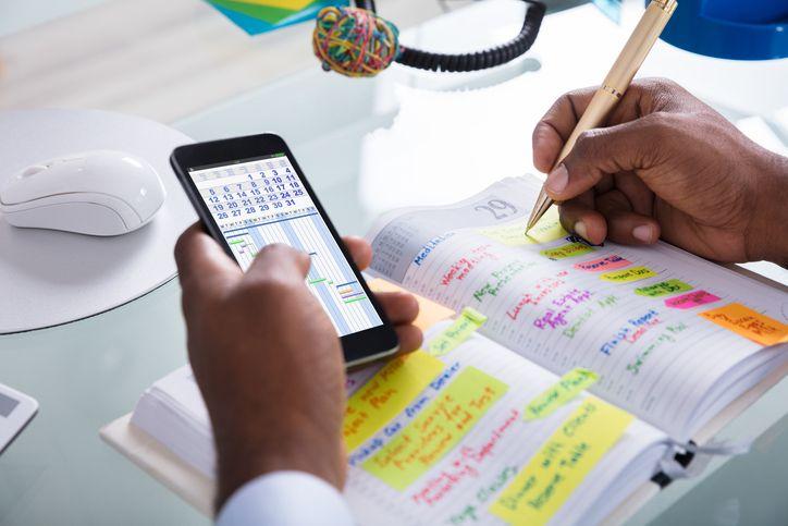 A utilização de aplicativos móveis para a gestão de tarefas é cada vez mais comum.