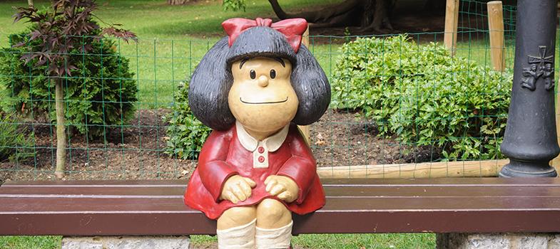 <p>Os estudantes interessados em linguagem e <strong><a title=Dia Nacional das Histórias em Quadrinhos: lições para aprender com a Mafalda href=https://noticias.universia.com.br/destaque/noticia/2014/01/30/1078944/dia-nacional-das-historias-em-quadrinhos-lices-aprender-com-mafalda.html>fãs da simpática garotinha Mafalda</a></strong>, criada pelo cartunista argentino Quino, em 1964, terão a chance de aprender um pouco mais sobre o quadrinho, que com suas reflexões, perguntas inteligentes e questionamentos conquistou adultos e crianças ao redor do mundo.</p><p></p><p><span style=color: #333333;><strong>Você pode ler também:</strong></span><br/><a style=color: #ff0000; text-decoration: none; text-weight: bold; title=Exposição gratuita sobre Anne Frank acontecerá em São Paulo href=https://noticias.universia.com.br/cultura/noticia/2016/04/20/1138514/exposicao-gratuita-sobre-anne-frank-acontecera-paulo.html>» <strong>Exposição gratuita sobre Anne Frank acontecerá em São Paulo</strong></a><br/><a style=color: #ff0000; text-decoration: none; text-weight: bold; title=Exposição em Nova York mostra que dinossauros tinham penas href=https://noticias.universia.com.br/cultura/noticia/2016/04/07/1138083/exposicao-nova-york-mostra-dinossauros-penas.html>» <strong>Exposição em Nova York mostra que dinossauros tinham penas</strong></a><br/><a style=color: #ff0000; text-decoration: none; text-weight: bold; title=Todas as notícias de Cultura href=https://noticias.universia.com.br/cultura>» <strong>Todas as notícias de Cultura</strong></a></p><p></p><p>Na próxima sexta-feira (29), a partir das 19h, a Casa Guilherme de Almeida, em São Paulo, receberá a palestra <strong><em>As tiras de Mafalda no Brasil: tradutores e traduções</em></strong>. A mestra em língua espanhola Bárbara Zocal da Silva, que realizou um estudo sobre as tirinhas de jornal da personagem Mafalda na Universidade de São Paulo (USP), é a palestrante convidada.</p><p></p><p>Entre os temas abordados pela especialista está, 