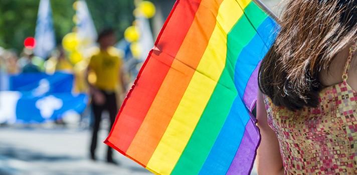 """<p>El mes de setiembre es el <strong>Mes de la Diversidad</strong> en nuestro país y la Intendencia de Montevideo lo promueve con varias <strong>actividades que invitan a la reflexión y celebración de la igualdad</strong> y la no discriminación. La edición del Mes de la Diversidad de este 2017 se realizará bajo el lema """"<strong>Sé cómo eres, ama como quieras</strong>"""".<br/><br/></p><p>La agenda de este mes contiene <strong>numerosas actividades</strong> que tendrán lugar en <strong>espacios culturales, políticos y académicos</strong> en diferentes zonas de la capital. El objetivo de esta celebración es promover la igualdad entre todas las personas y combatir la discriminación hacia el colectivo LGBTIQ.<br/><br/></p><p>El evento más importante y memorable será la reconocida <strong>Marcha de la Diversidad</strong>, que se realizará este año el viernes 29 de setiembre, pero se realizarán muchas más actividades que girarán en torno a la temática. Compartimos <strong>algunos de los eventos más destacados</strong>que se celebrarán a lo largo de setiembre.</p><h2><br/>Agenda de actividades en elMes de la Diversidad<br/><br/></h2><p><strong>Martes 5/9/2017</strong></p><p>Desde las 08:30 a las 14 h se llevará a cabo el Seminario """"Rompiendo estructuras en la diversidad"""" en el Hotel del Prado, Avenida Gabriela Mistral. Participarán del evento la IM, el PIT-CNT, el Ministerio de Vivienda y Ministerio de Salud Pública; Udelar; MEC; INAU y la Fiscalía de Corte.<br/><br/></p><p><strong>Sábado 9/9/2017 </strong></p><p>Desde las 15 hasta las 21 h se realizará el evento """"El barrio celebra"""" en la Plaza de la Equidad, organizado por el Municipio A y la Secretaría de la Diversidad de IM. Se desarrollará una feria de artesanías con juegos infantiles, música en vivo y DJ.<br/><br/></p><p><strong>Domingo 10/09/2017</strong></p><p>En el Centro Cultural España (CCE) se presentará el dúo español Las Bistecs con su música electrónica pegajosa y sus letras humorísticas. El evento está organiza"""
