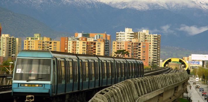 Experto sostiene que Metro debe aprovechar el valor de suelo que genera su expansión para financiar nuevas líneas