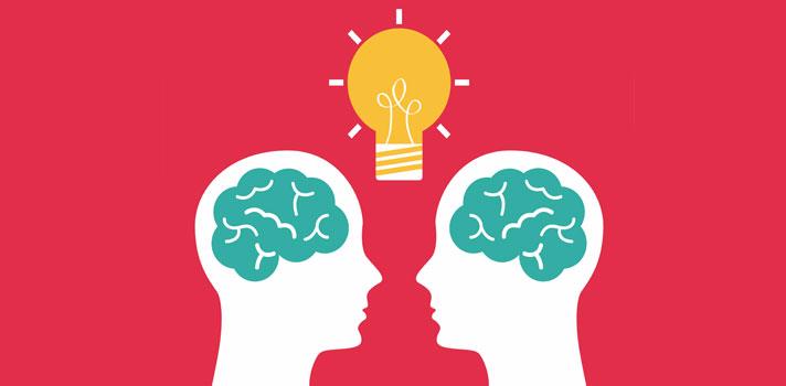 """<p>Durante mucho tiempo malentendimos <strong>el concepto de """"inteligencia""""</strong> considerándolo como <strong>algo asociado a la capacidad intelectual</strong> de una persona y creyendo que quienes la poseían eran personas destacadas en diferentes áreas y disciplinas específicas. Sin embargo, hoy la inteligencia se asocia mucho más a <strong>las habilidades blandas</strong> y al <strong>relacionamiento con los individuos</strong>.<br/><br/></p><p>El concepto de inteligencia todavía no está muy delimitado, pero <strong>cuando nos enfrentamos a una persona inteligente, lo notamos enseguida</strong>. Estas personas tienen cualidades únicas para encarar la vida, vincularse con las personas y buscar soluciones a los problemas. Pero ¿qué es lo que los hace tan especiales?<br/><br/></p><p>Ser inteligente permite <strong>entender ideas con mayor rapidez, adaptarse a diferentes entornos</strong>, aprender de los demás y planificar con mayor eficacia, pero es sin duda también una habilidad que genera una mayor <strong>comprensión de las emociones</strong> y una mejor capacidad creativa.<br/><br/></p><p>En nuestro día a día <strong>convivimos con personas de todo tipo</strong>. Sean estos amigos, compañeros de clase o de trabajo, puede suceder que tengamos que enfrentarnos a personas que demuestran <strong>poca inteligencia a través de sus actitudes</strong> y de quienes es mejor mantenerse alejado.<br/><br/></p><p>¿Pero cómo identificar a una persona que sí es inteligente? <strong>En el diario vivir puedes notarlo observando algunas actitudes</strong> que, por más simples que parezcan, te harán saber que la persona con la que convives tiene una inteligencia superior y es digna de admiración.<br/><br/></p><h2><strong>6 típicas actitudes de una persona inteligente<br/><br/></strong></h2><p><strong>1- Escuchar a los demás<br/></strong></p><p>Una de las bases del conocimiento es la escucha, por eso, aquellas personas que saben escuchar a los demás son las que más aprenden y qu"""