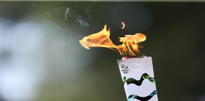 <p>29 son los atletas que participan de esta edición de los Juegos Olímpicos en Río de Janeiro. El pasado sábado fue el debut de la delegación Inca con la competición de cuatro de nuestros atletas: Juan Miguel Postigos (judo), Marko Carrillo (tiro) y Renzo León y Camila Valle (remo).</p><p>Los primeros en competir fueron Renzo León y Camilla Valle en la categoría Remo, pero por problemas meteorológicos tuvieron que postergar su participación y presentarse en repechaje del pasado lunes. Como resultado, Renzo León es el primer peruano en Río 2016 tras conseguir pasar a la segunda fase de su disciplina, quedando segundo de su serie de repechaje en 7:25.55 segundos.</p><p>Por otro lado, Camila Valle fue eliminada ocupando la quinta posición de su serie con un tiempo de 8:32.66 segundos.</p><p>Quienes también fueron eliminados de la competencia son Marko Carrillo quien acabó en el puesto 43 y Francisco Boza, del mismo deporte, quién terminó su participación en el puesto 28 de 33. Además, el judoca Juan Miguel Postigos fue eliminado en la primera ronda perdiendo 11-0 ante el azerbaiyano Orkhan Safarov.</p><p>Ariana Orrego, única peruana competidora de Gimnasia Artística, quedó en el puesto 37, de 46 concursantes, esto significa que no pudo clasificar a la siguiente ronda. También quedó eliminada Andrea Cedrón (natación) que acabó en el séptimo lugar de su serie en los 200 metros libres de natación con 2:05:33. Fiorella Cueva, por su parte, quedó eliminada en levantamiento de pesas, por no alcanzar el objetivo de 67 kilogramos.</p><p>Este martes los peruanos competirán en Natación y Vela en los siguientes horarios:</p><p>Nicholas Magana (natación) – 13:00<br/> Stefano Peschiera (Vela) – 13:05 <br/> Paloma Schmidt (Vela) – 13:20<br/> Stefano Peschiera – 14:30<br/> Paloma Schmidt – 14:45<br/><br/><br/><br/></p><a href=https://usuarios.universia.net/registerUser.action?idC=7&idS=NOTICIAS target=_blank><img src=https://i61.tinypic.com/kbqhap.jpg alt=width=620 height=160/></a><