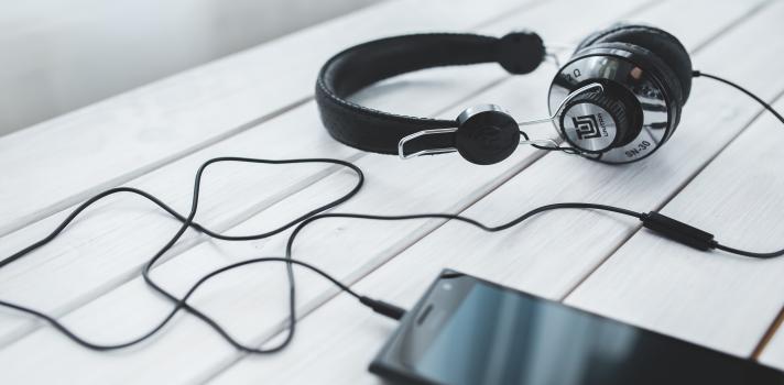 Pros y contras de estudiar escuchando música