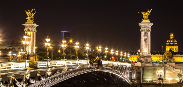 Puente Alexandre III de noche