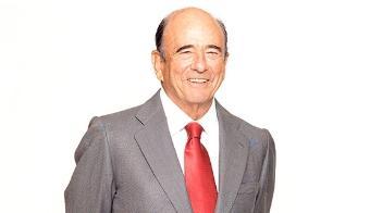 <p>Banco Santander lamenta comunicar el fallecimiento de su presidente, Emilio Botín. De acuerdo con lo previsto en el artículo 24 del reglamento del consejo, durante el día de hoy se reunirán la comisión de nombramientos y retribuciones, y el consejo de administración para designar al nuevo presidente del banco.</p><p><strong>Nota remitida por Comunicación Banco Santander</strong><br/><br/></p>