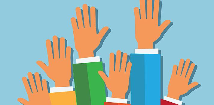 <p>En esta ocasión, te presentamos 5 consejos para estimular la reflexión y la intervención oral en el salón de clases. ¡Prestá atención!</p><blockquote style=text-align: center;><a id=REGISTRO_USUARIOS class=enlaces_med_registro_universia title=Regístrate en Universia aquí href=https://usuarios.universia.net/home.action target=_blank>Registrate</a>para recibir información sobre becas, ofertas de empleo, prácticas, Moocs, y mucho más</blockquote><p style=padding-left: 30px;>1.<strong> Que sea seguro</strong></p><p>La falta de participación en el salón de clase puede deberse a dos motivos: que el estudiante no esté interesado en absoluto en la asignatura que debe estudiar, o que no tenga la seguridad suficiente para realizar o responder una pregunta y tema hacer el ridículo frente al docente y sus compañeros. En este último caso, es responsabilidad del maestro intervenir para crear un entorno seguro y demostrar a los alumnos que sus comentarios e interrogantes son siempre bienvenidas.</p><p style=padding-left: 30px;>2. <strong>Que sea divertido</strong></p><p>Cualquiera que sea el enfoque o la temática, es recomendable que el docente inyecte un elemento de juego en la dinámica de la participación oral, permitiendo a los alumnos aprovechar su imaginación y realizar preguntas creativas e incuso algo absurdas.</p><p style=padding-left: 30px;>3. <strong>Que sea gratificante</strong></p><p>Los docentes deben asegurarse de celebrar todas las intervenciones, independientemente de que sean equivocadas o acertadas, y recompensar a los alumnos. Asimismo, cabe destacar que, a la hora de extender una felicitación, es preferible que el profesor mencione al estudiante por su nombre. Si bien esta puede ser una meta algo exigente, principalmente para aquellos profesores que dictan muchos cursos o dirigen grupos numerosos, llamar a los alumnos por su nombre tiene un importante efecto emocional sobre los mismos.</p><p style=padding-left: 30px;>4.<strong> Que sea personal</strong></p><