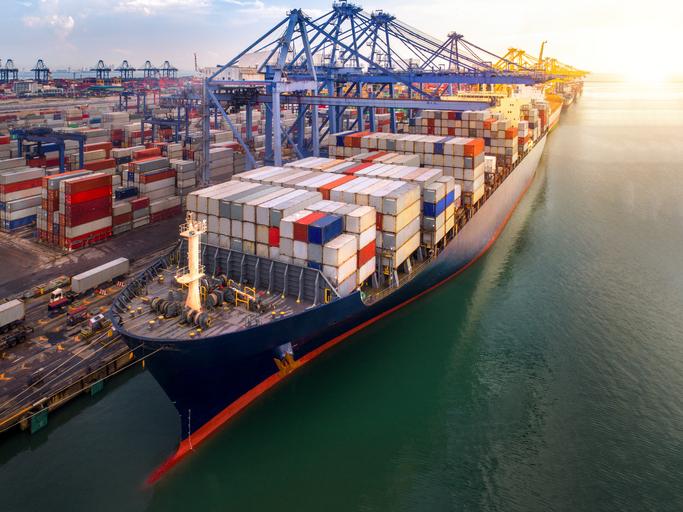 Embora mais atuante no comércio internacional, a participação brasileira no comércio exterior sofre críticas devido à escolha do modelo exportador adotado.