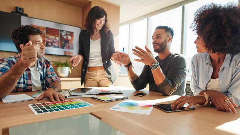 O curso de marketing vem adquirindo novas áreas e desdobramentos que acompanham a evolução tecnológica e comportamental da sociedade.