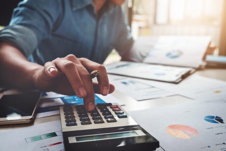O profissional de Gestão Financeira pode trabalhar em diversas organizações, além de atuar como autônomo.