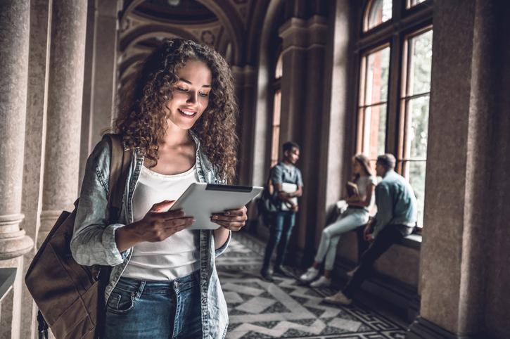 Os caminhos e opções para realizar o sonho de estudar no exterior são muitos.