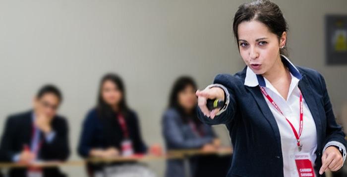 """<p>Bajo el concepto de Generación Net,el <strong>Centro de Desarrollo Universia – CDU</strong>, desarrollará el Taller """"Liderazgo en el Aula: Estrategias y Herramientas Digitales para el Docente"""", el 22 de agosto en Huancayo, 24 de agosto Lima y 26 de agosto Arequipa, en las sedes de la Universidad Continental, institución colaboradora del programa.</p><p>Dirigido a docentes en general de universidades e institutos. Responsables de la formación docente y calidad académica.</p><p>El programa desarrollará <strong>dos talleres prácticos sobre Liderazgo en el Aula</strong>: Comunicación y manejo de situaciones disruptivas en el aula; y TICs de software libre y recursos educativos abiertos para la generación del conocimiento.</p><p>Al finalizar el programa el participante será capaz de:</p><ul><li>Identificar técnicas que le permitan mejorar la eficacia de su comunicación y el manejo de situaciones disruptivas en el aula.</li><li>Diseñar estrategias educativas dirigidas a la inclusión e integración de los estudiantes NET utilizando herramientas y aplicaciones prácticas presentadas en el taller.</li></ul><p>Al ser un <strong>programa abierto,</strong> es una excelente oportunidad para propiciar el encuentro e <strong>intercambio de experiencias entre participantes</strong> de diferentes instituciones.</p><br/><br/><iframe width=600 height=750 src=https://docs.google.com/forms/d/1BQLutmZdGSe3yiu1yMYs1545Taz2KMSGaoikOw1QCPY/viewform?embedded=true frameborder=0 marginheight=0 marginwidth=0>Cargando...</iframe><br/><br/>En octubre de 2015, el CDU realizó con Carmen Sarabia, el <strong>Taller de Coaching Docente</strong> con la colaboración de la <a href=https://www.universia.edu.pe/universidades/universidad-lima/in/10615 class=enlaces_med_leads_formacion title=Universidad de Lima target=_blank id=ESTUDIOS>Universidad de Lima </a>y <a href=https://www.universia.edu.pe/universidades/universidad-piura/in/10616 class=enlaces_med_leads_formacion title=Universidad de Piura target=_"""