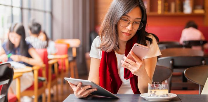 Controla las horas que pasas conectado o si el uso del smartphone causa conflictos con tu familia o amigos
